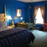 Спальня в насыщенном синем цвете