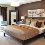 Спальня в светлых тонах коричневого цвета