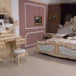 Спальня, выдеражанная в стиле ренессанс