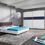 Спальня, выдержанная в стиле хай-тек