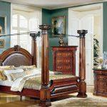 Старинный стиль ренессанс в спальне