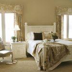 Стиль кантри предполагает использование натуральных материалов в спальне