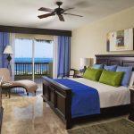Светлая синяя спальня