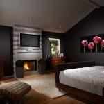 Телевизор, размещенный в спальне