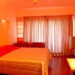Теплая спальня с помощью оранжевого цвета