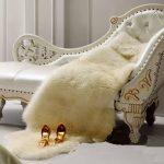 Украшение спальни с помощью шкуры животного