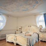 Утонченный и красивый стиль барокко в интерьере спальни