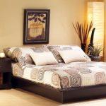 Уютная спальня с красивыми аксессуарами