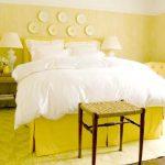 Уютная желтая спальня