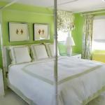 Волшебный интерьер зеленой спальни