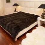Выбираем место для шкуры животных в спальне