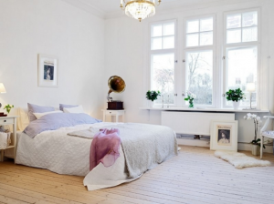 Большие окна для светлой спальни
