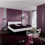 Спальня фиолетового цвета