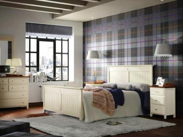 Интерьер спальни с обоями двух видов и квадратным рисунком просто невероятно красивое сочетание