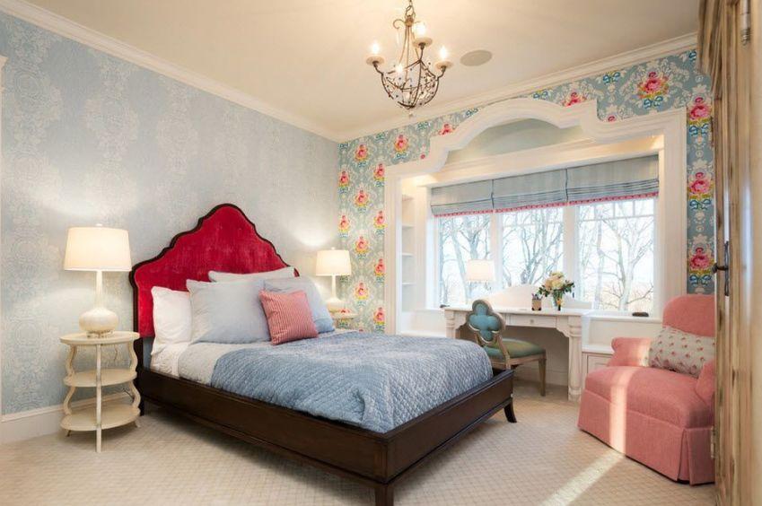 Интерьер спальни с акцентной стеной помогают создать обои