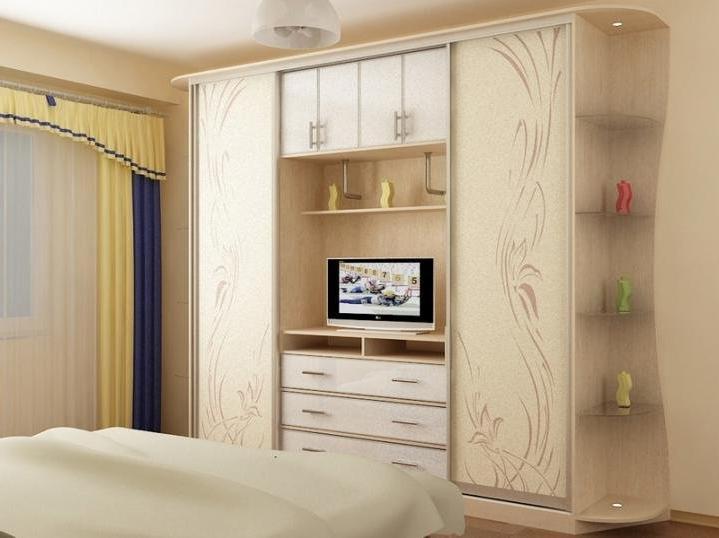 Удобная мебель с полкой дизайн который создан для максимальной функциональности спального помещения
