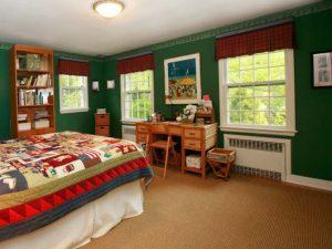 необычное сочетание цветов в спальне