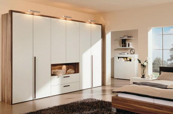 Шкаф купе с проёмом создаёт дополнительный комфорт и отлично вписывается в дизайн комнаты отдыха