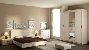 Деревянный шкаф белого цвета
