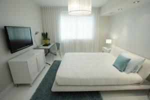 Белый цвет для офорлмения красивой спальни