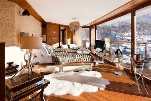 Дизайн интерьера спальни с элементами шкур животных