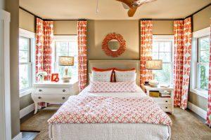 Домашний интьерер оранжевой спальни