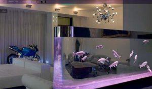Интерьер красивой спальни с аквариумом