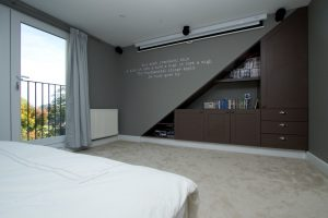 Использование музыкальной системы в современной спальне