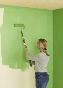 Как правильно красить стены в спальне