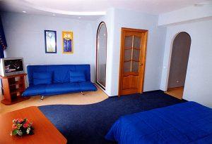 Комбинированный пол в спальне для зонирования