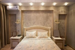Комфортная спальня с системой кондиционирования
