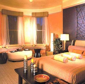 Красивая оранжевая спальня