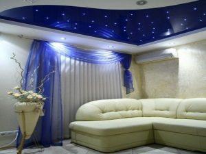 Натяжной потолок со звездным небом в спальне