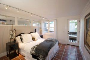 Оформление интерьера спальни с помощью противоскользящего пола