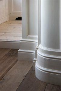 Оригинальный плинтус для богатого стиля интерьера спальни
