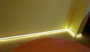 Плинтус с подсветкой для спальни