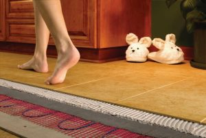 Практичный теплый пол сделает спальню комфортной