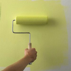 Правила покраски стен в спальне