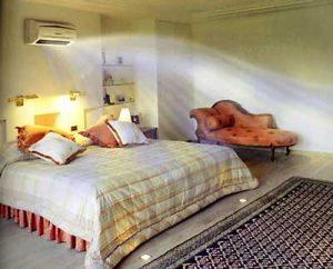 Правильное размещение системы кондиционирования в спальне