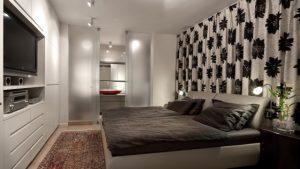 Современная спальня с дорогой акустической системой