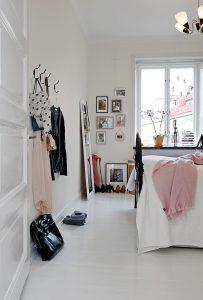 Спальня с покрашенными полами