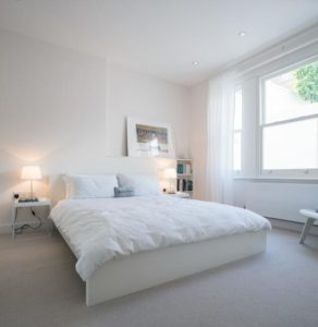 Спальня в белом колере для современного стиля