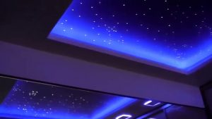 Стильный потолк звездное небо в спальне