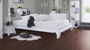 Теплый ламинат для спальни