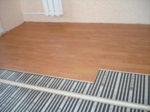 Теплый пол, созданный в спальне