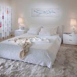 Правила оформления белой спальни