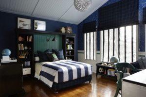Уютная спальня с паркетным полом