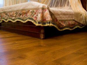 Выбираем безопасный противоскользящий пол для спальни