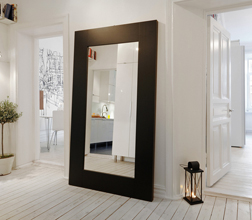 Большие зеркала в декоре квартиры