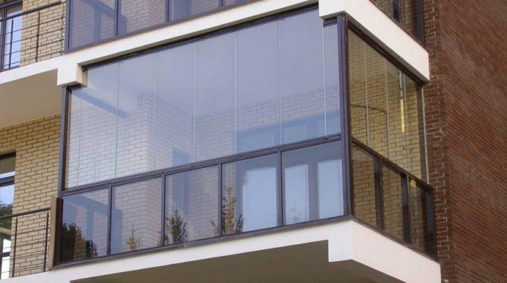Что дает остекленение балкона